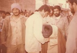 شهید موسوی دامغانی [در جمع رزمندگان]_1