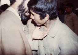 شهید سید ابوالقاسم موسوی دامغانی [در جمع رزمندگان]